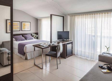 Hotelzimmer mit Mountainbike im Aqua Hotel Montagut Suites