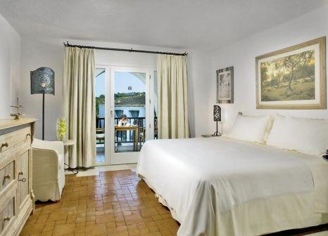 Hotelzimmer mit Mountainbike im Hotel Romazzino