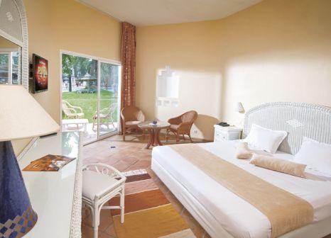 Hotelzimmer mit Volleyball im Odyssée Resort Thalasso & Spa