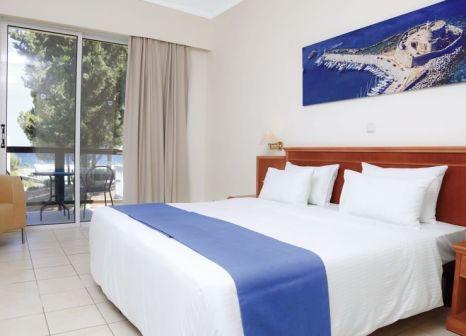 Hotelzimmer mit Mountainbike im LABRANDA Kiotari Bay