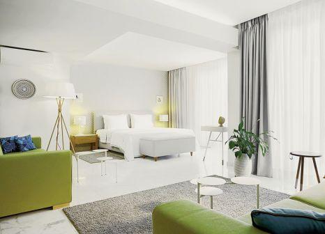 Hotelzimmer mit Tischtennis im Afitis Boutique Hotel