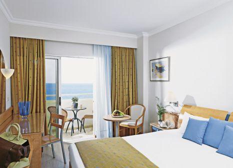 Hotelzimmer mit Volleyball im Esperides Beach Family Resort