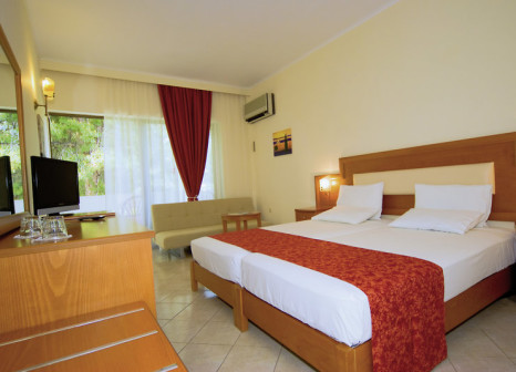 Hotelzimmer mit Mountainbike im Porfi Beach Hotel
