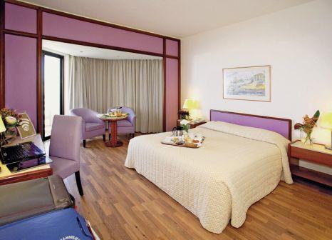 Hotelzimmer mit Mountainbike im St Raphael Resort
