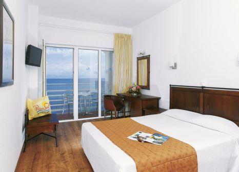 Hotelzimmer mit Mountainbike im Louis Ionian Sun