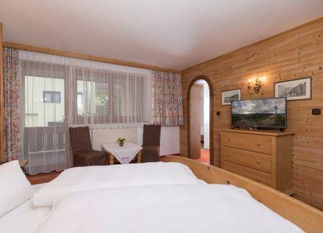 Hotelzimmer mit Mountainbike im Stockerwirt