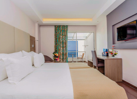 Hotelzimmer mit Volleyball im LABRANDA Amadil Beach