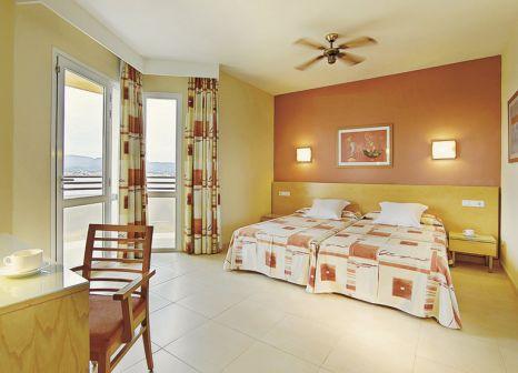 Hotelzimmer mit Mountainbike im Fiesta Hotel Tanit