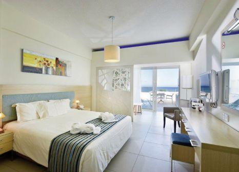 Hotelzimmer mit Mountainbike im Pernera Beach Hotel