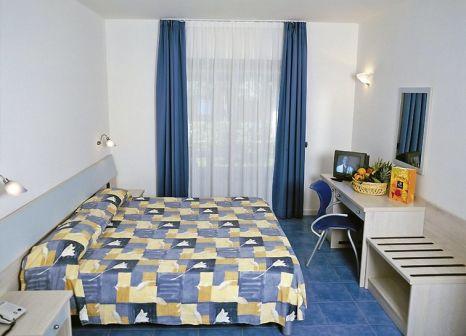 Hotelzimmer mit Volleyball im Pizzo Calabro Resort