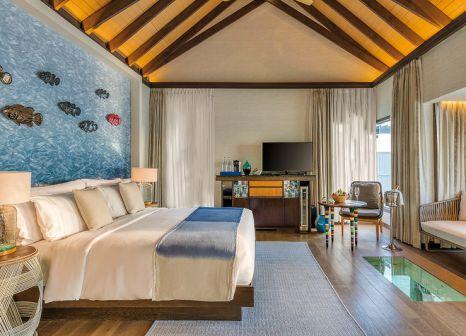 Hotelzimmer mit Volleyball im OZEN Life Maadhoo