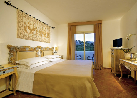Hotelzimmer mit Mountainbike im Colonna Grand Hotel Capo Testa
