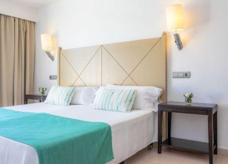 Hotelzimmer mit Mountainbike im Blau Punta Reina Family Resort