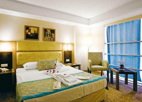 Hotelzimmer mit Mountainbike im Saturn Palace Resort