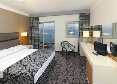Hotelzimmer mit Volleyball im Cettia Beach Resort