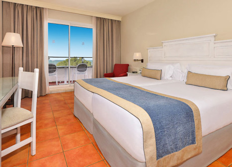 Hotelzimmer mit Mountainbike im Hotel Fuerte Conil Costa Luz