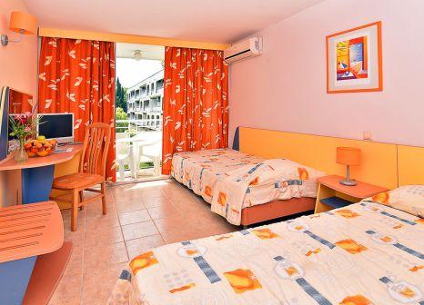 Hotelzimmer mit Volleyball im Hotel Com
