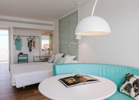 Hotelzimmer mit Mountainbike im GOLD by MARINA