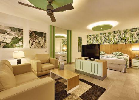Hotelzimmer mit Volleyball im ClubHotel Riu Tequila