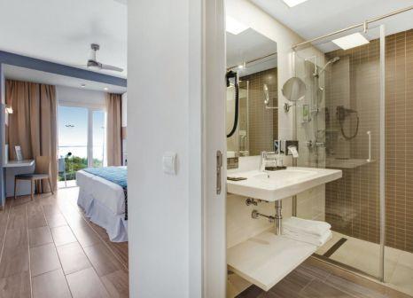 Hotelzimmer mit Minigolf im Hotel Riu Festival
