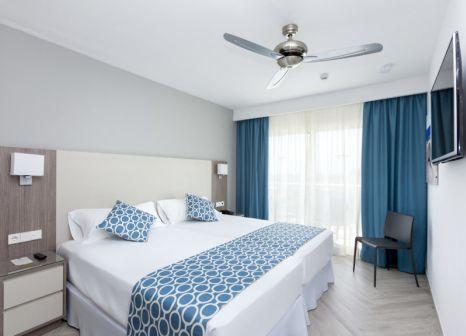 Hotelzimmer mit Volleyball im Riu Papayas