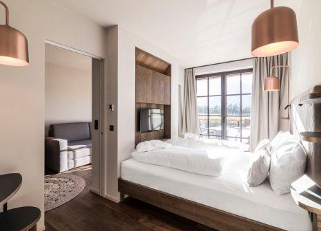 Hotelzimmer mit Mountainbike im Hotel Seehof Nature Retreat