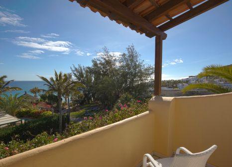 Hotelzimmer mit Volleyball im ROBINSON Club Esquinzo Playa