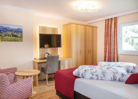 Hotelzimmer mit Tischtennis im Schneeberger