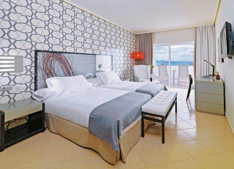 Hotelzimmer mit Mountainbike im H10 Timanfaya Palace