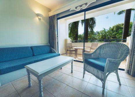 Hotelzimmer mit Volleyball im Iberostar Costa Dorada