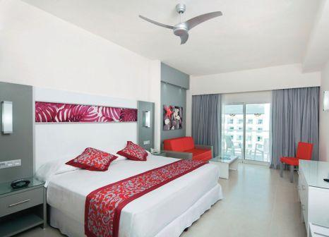 Hotelzimmer mit Volleyball im Hotel Riu Playa Blanca