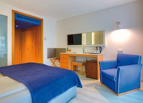 Hotelzimmer mit Mountainbike im Four Views Monumental