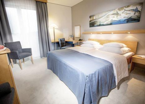 Hotelzimmer mit Volleyball im Therme Geinberg Spa Resort