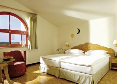 Hotelzimmer mit Mountainbike im Rogner Bad Blumau