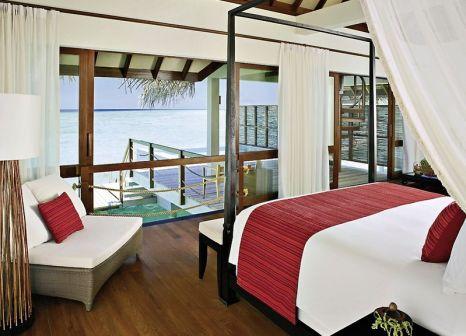 Hotelzimmer mit Volleyball im Four Seasons Resort Maldives at Landaa Giraavaru