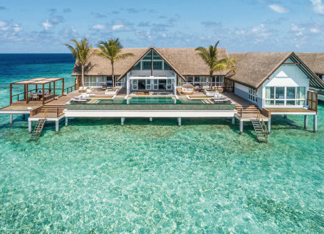 Hotel Four Seasons Resort Maldives at Landaa Giraavaru günstig bei weg.de buchen - Bild von DERTOUR