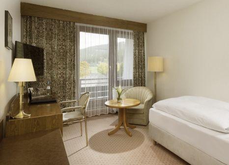 Hotelzimmer mit Mountainbike im Maritim TitiseeHotel