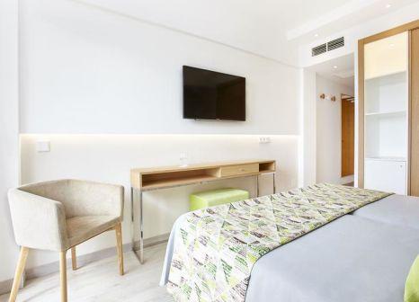 Hotelzimmer mit Mountainbike im Universal Hotel Castell Royal