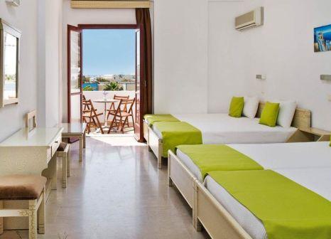 Hotelzimmer mit Tischtennis im Makarios Beach Hotel