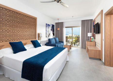 Hotelzimmer mit Volleyball im Hotel Riu Palace Boavista