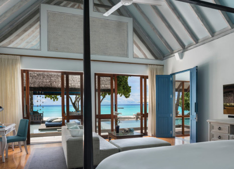 Hotelzimmer mit Mountainbike im Four Seasons Resort Maldives at Landaa Giraavaru