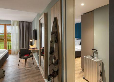 Hotelzimmer mit Mountainbike im ROBINSON Fleesensee