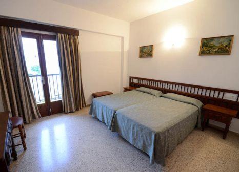 Hotelzimmer mit Paddeln im Hostal Mayol