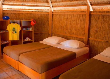 Hotelzimmer mit Volleyball im Pine Beach Pakostane