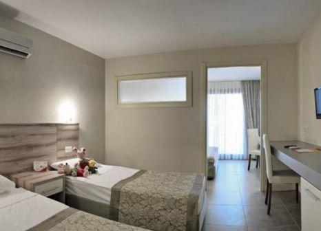 Hotelzimmer mit Volleyball im Ömer Holiday Resort Kusadasi