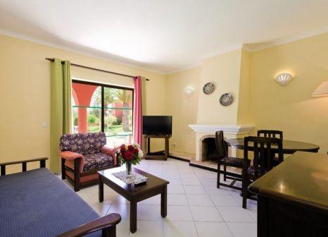 Hotelzimmer mit Mountainbike im Colina Village
