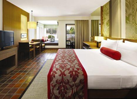 Hotelzimmer mit Mountainbike im Outrigger Laguna Phuket Beach Resort