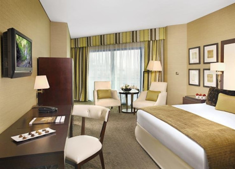 Hotelzimmer mit Fitness im Mövenpick Dubai Grand Al Bustan