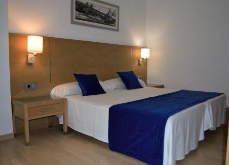 Hotelzimmer mit Mountainbike im Hotel RD Costa Portals