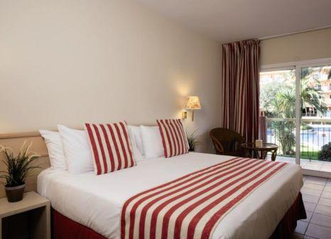 Hotelzimmer mit Mountainbike im Luna Club